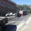 Roma, macchia olio in centro: a terra motorini e pedoni4