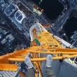 Scalano torre alta 500 metri a mani nude 4