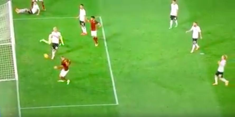 YOUTUBE Dzeko, gol falliti. E il paragone con Fabio Junior.. 07
