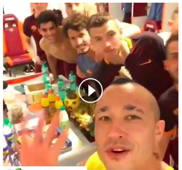 Lazio-Roma 1-4, video festa spogliatoio giallorosso
