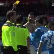 Napoli, Albiol maglia strappata: la toglie e porge a arbitro