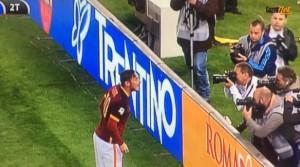 """Roma-Torino, Totti: """"Ilary ti amo"""" dopo il gol. VIDEO"""