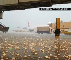 St. Louis, grandinata in aeroporto: voli bloccati 2