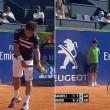 Tennis, raccattapalle inciampa e sbatte al muro3