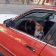Testacoda con l'auto del padre a soli 3 anni6