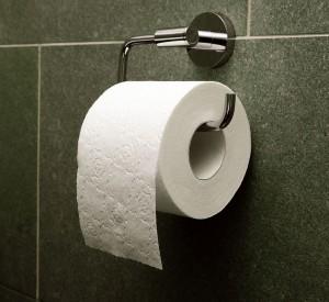 Carta igienica, come la strappi rivela se.. domini o subisci