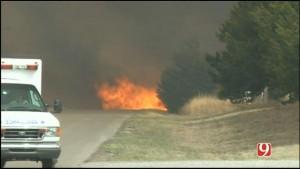Troupe televisiva salva uomo dal trattore in fiamme4