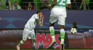 Guarda la versione ingrandita di Vieirinha, dente salta durante Wolfsburg-Real Madrid FOTO