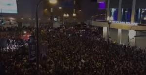 YOUTUBE Prince, migliaia di fan cantano insieme Purple Rain 3