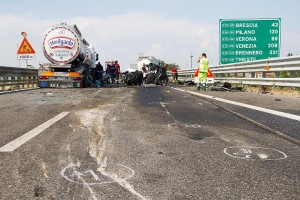 Incidente sull' A21: camionista morto schiacciato in cabina