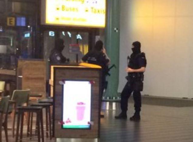 Amsterdam, aeroporto sgomberato: pacco sospetto e 1 arresto