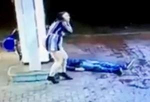Guarda la versione ingrandita di VIDEO YOUTUBE Aggredito a calci e pugni, vittima sviene e…