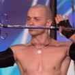 VIDEO YOUTUBE Britain's Got Talent: Alex Magala mangia spade 3