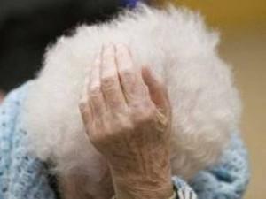 Lecco, anziana assalita e imbavagliata in casa: preso figlio