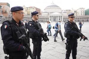 Guarda la versione ingrandita di Terrorismo e camorra, a Napoli i carabinieri