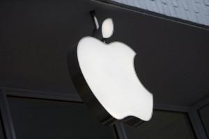 Apple, vendite iPhone in calo: ricavi giù per la prima volta