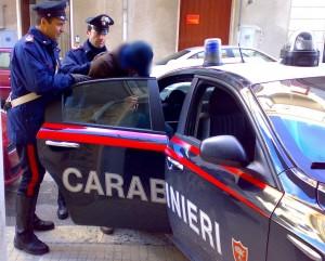 Cassino, marocchino si tocca davanti a bambini: arrestato