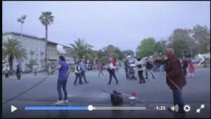Commercianti vs artisti di strada: quando entrambi esagerano
