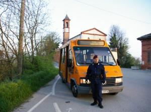 Guarda la versione ingrandita di Asti, guardia giurata sul bus frequentato dai nomadi