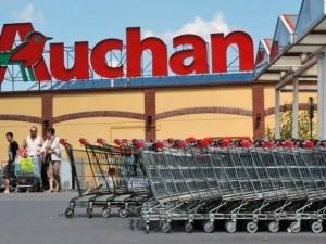Auchan lo licenzia (furto di viti), Cassazione lo reintegra