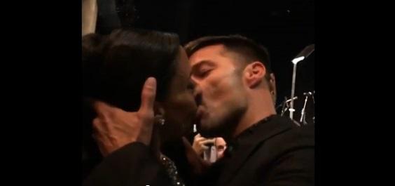 YouTube Ricky Martin: fan paga 80mila euro per baciarlo 04