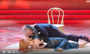 YouTube Giannini a Ballando con le Stelle cade su ballerina