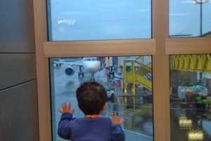 Parigi, bimbo 8 anni da 10 giorni in aeroporto: passaporto...