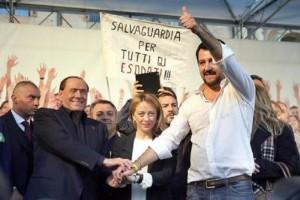 Berlusconi sterminatore di 5 Stelle: zampata stendi Raggi