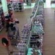 VIDEO FOTO Bambina di 8 anni si allontana col suo assassino01