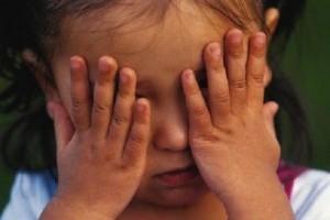 Spinte e urla a bimbi: gip sospende maestra asilo per 9 mesi