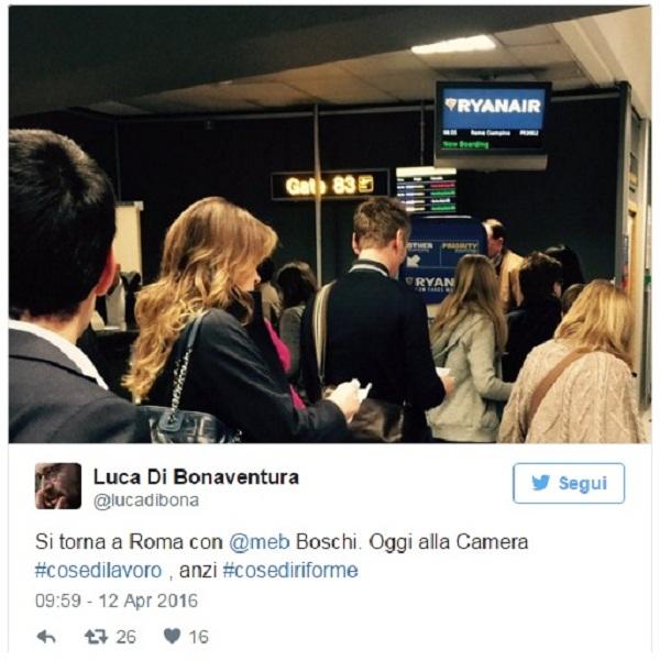 Boschi vola low cost da Londra a Roma. FOTO in fila al gate