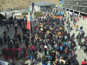 Guarda la versione ingrandita di Un momento della manifestazione contro la chiusura dei confini al Brennero, 3 aprile 2016. ANSA/TOMASI