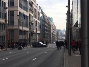 Guarda la versione ingrandita di Bruxelles torna paura, pacco sospetto: stop a tutti i tram