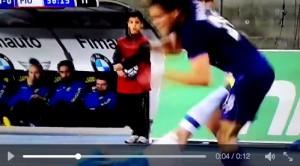 Chievo-Fiorentina video: Cacciatore calcione a Marcos Alonso
