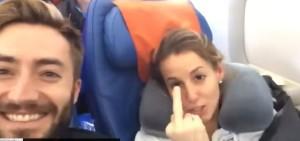Tania Cagnotto svegliata in aereo fa gestaccio