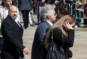 Gianroberto Casaleggio, folla ai funerali12