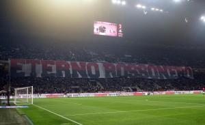 """Cesare Maldini eterno rossonero"": striscione in Milan-Juve"
