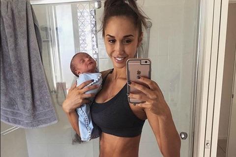 Chontel Duncan, foto col figlio neonato: offese alla modella