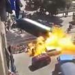 Cisterna si ribalta e prende fuoco: almeno 10 feriti VIDEO