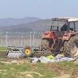 YOUTUBE Contadino abbatte col trattore tende immigrati5