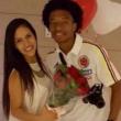 Cuadrado sposa Diana Botero con maglia Colombia FOTO