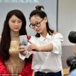 YOUTUBE Dea Robot, cyborg interattivo che sembra donna vera01