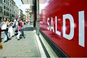 Deflazione in 22 città. Petrolio affonda prezzi al consumo