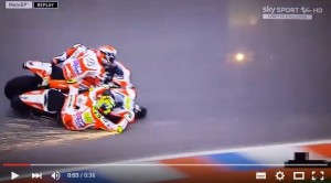 YOUTUBE Iannone e Dovizioso incidente, suicidio Ducati