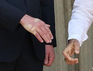 William, stretta mano micidiale del premier indiano2