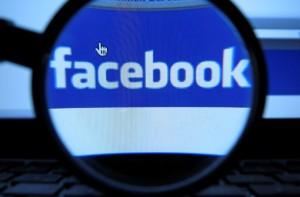 """Facebook, """"scopri chi guarda la tua bacheca"""". E' bufala"""