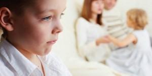 Mamma e papà hanno un figlio prediletto: 70% confessa