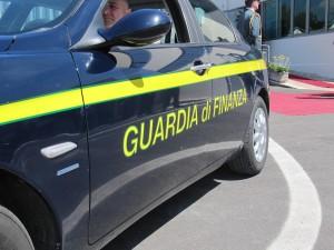 Trieste, banda di finti finanzieri rapinava in autostrada
