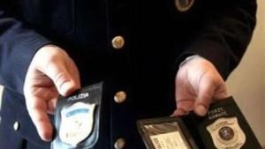 Banda finti poliziotti rapinava turisti in hotel: 13 arresti