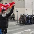 Francia: no riforma lavoro, scontri: auto lusso a fuoco12